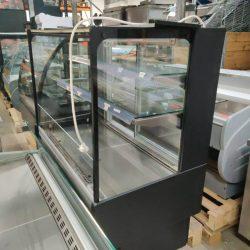 Kølereol til selvbetjening fra Coreco med opfyldning bagfra, brugt 6 måneder