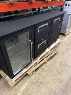 Backbar / kølebord i sort fra Coolhead med glaslåge, skuffer og alm låge, DEMO